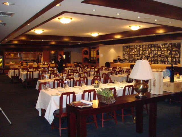 2-mortons-set-a-lovely-table-for-the-event.jpg