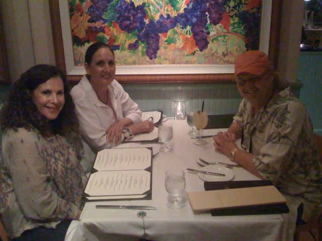 ron-terri-and-carolyn-at-lahaina-grill-10-08.jpg