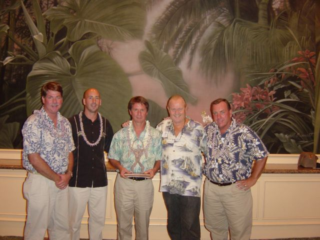 ron-poses-with-maui-dive-shop-winners.JPG